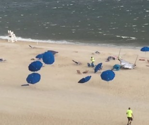 VIDEO: Dozens of Beach Umbrellas Fly in the Wind